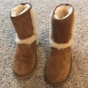 Chestnut ugg boots with fur lining